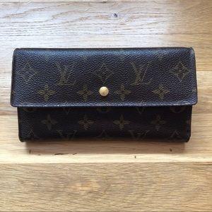⚡️FINAL SALE⚡️Louis Vuitton International Wallet